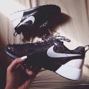Deudor regla Incierto  Nike Shoes | Roshe Run Animal Print Size 7 | Poshmark